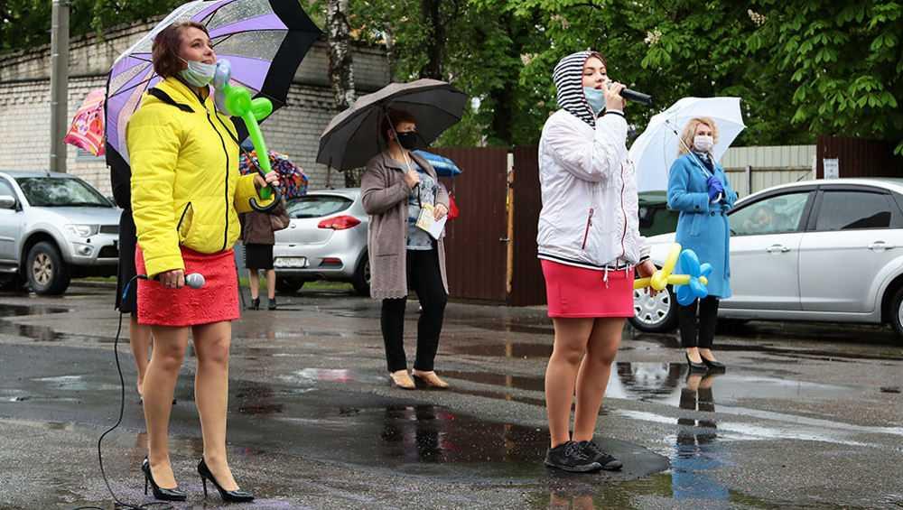 В Брянске возле роддома отпраздновали День защиты детей