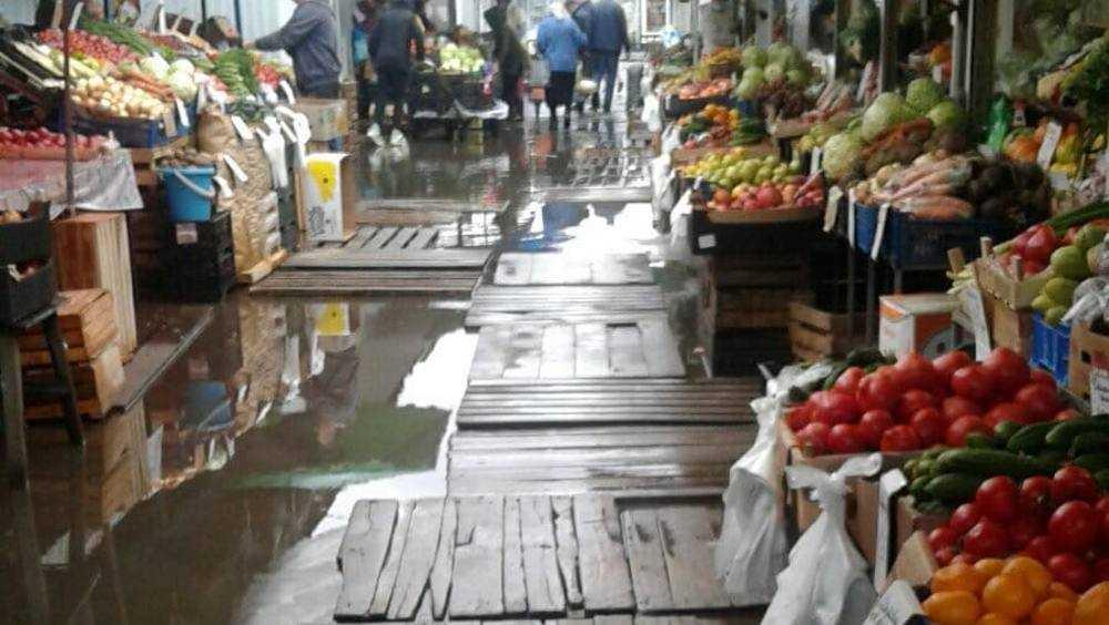 В Брянске Володарский рынок затопило после дождей