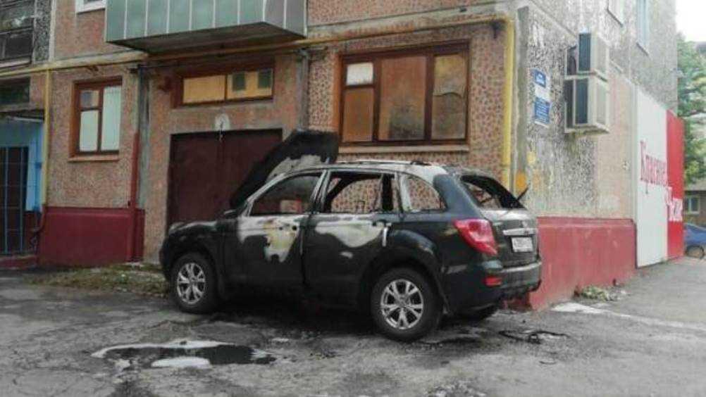 В Бежицком районе Брянска сгорел легковой автомобиль