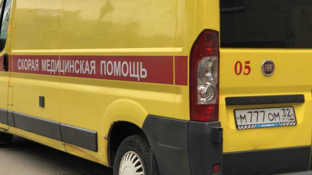 В Брянске юноша на Volvo протаранил столб и ранил 13-летнюю девочку