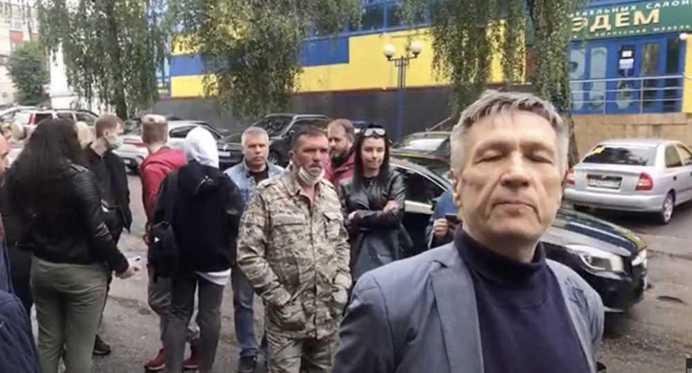 Возле суда в Брянске сторонники Коломейцева устроили митинг