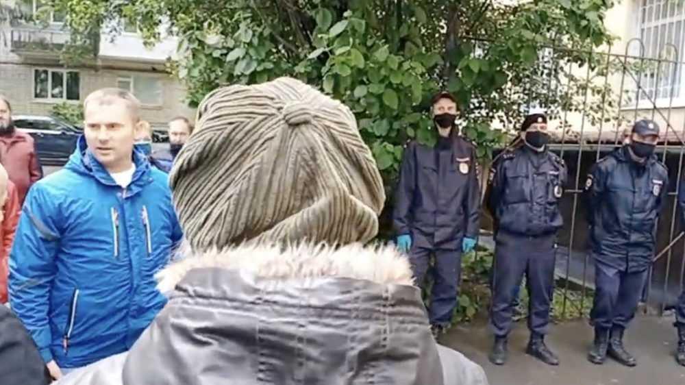 «Тут половина дебилов стоит»: сторонники Коломейцева стали грызться