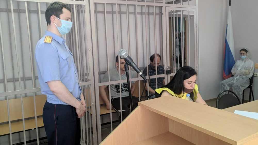 В Брянске суд арестовал двоих мужчин за избиение полицейского