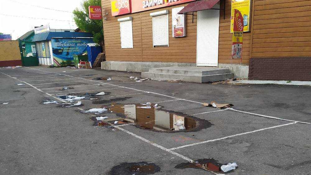 В Брянске Бежицкий рынок стали превращать в свалку