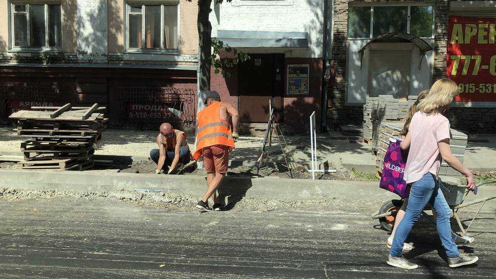 В Брянске обновили разбитый асфальт на большей части улицы Фокина