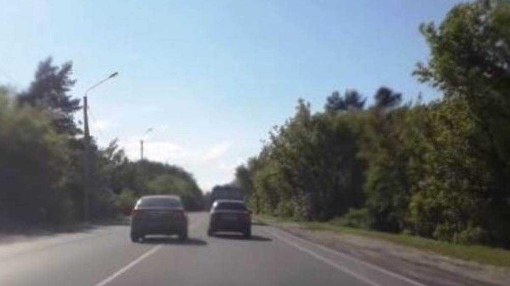 В Брянске водителя наказали за гонки по встречной полосе на улице Речной