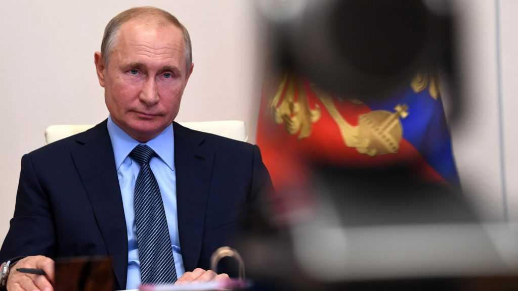 Путин приказал начать вакцинацию