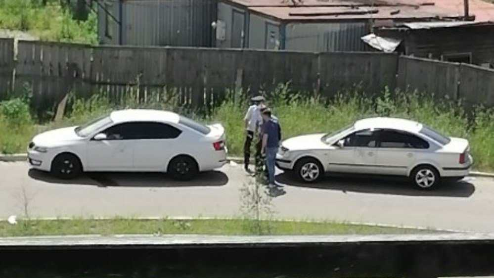 В Брянске неизвестный злоумышленник повредил три легковушки