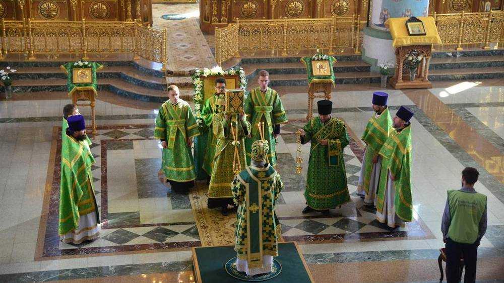 В Брянске в день памятник Сергия Радонежского прошло престольное торжество