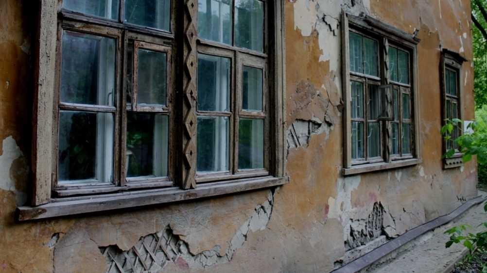 В Сельцо прокуратура велела чиновникам оградить опасную постройку