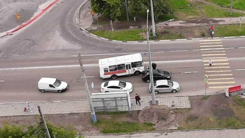 В Брянске катафалк попал в ДТП на улице Советской
