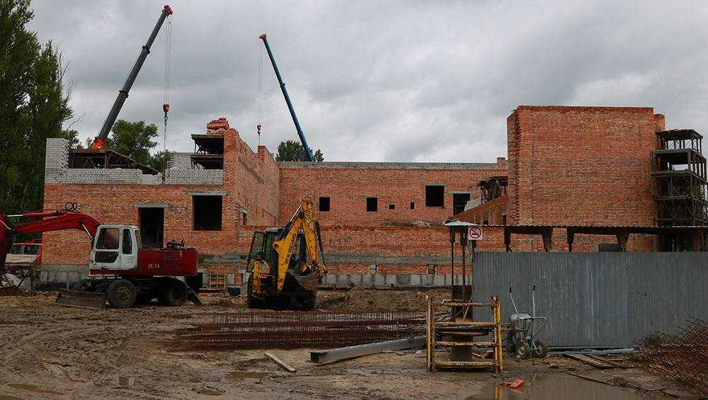 Власти Брянска призвали разумно тратить деньги при строительстве бассейна