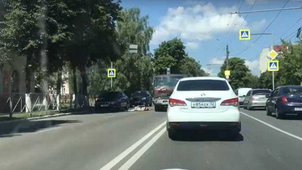 В Брянске на улице Пушкина под колесами грузовика погибла женщина