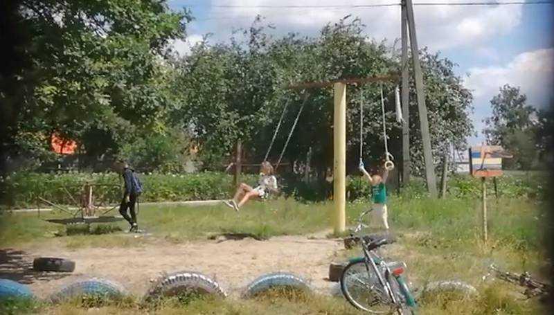 Прогрессивные детки ошеломили брянцев матом на площадке
