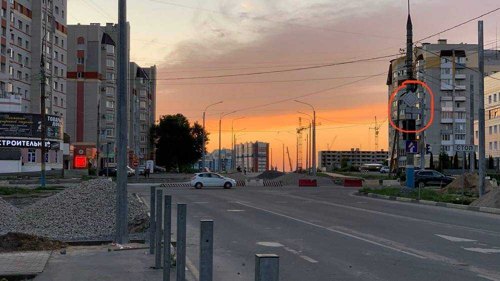 Брянским водителям напомнили о правилах движения по улице Крахмалева