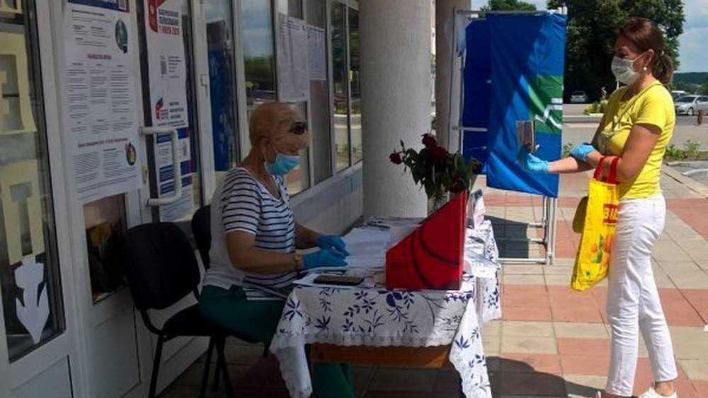 В Брянской области на участках для голосования провели дезинфекцию