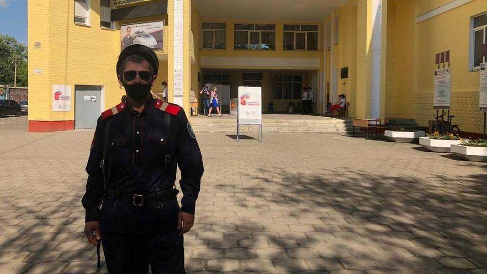 В Брянске на охрану порядка при голосовании вышли казаки