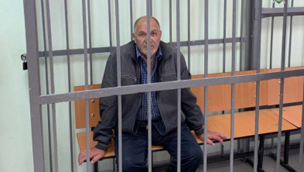 В Брянске пенсионера обвинили в угрозе убийством женщине