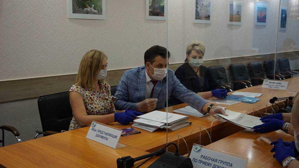 Архицкий представил в брянский избирком документы для регистрации