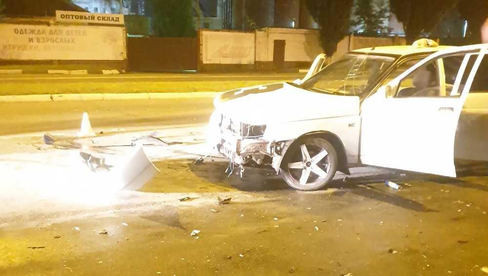 В Брянске на Московском проспекте ночью разбились две машины