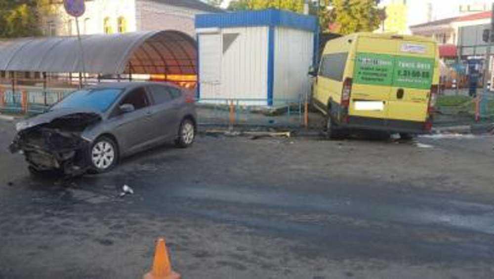 Возле брянского автовокзала водители не поделили дорогу