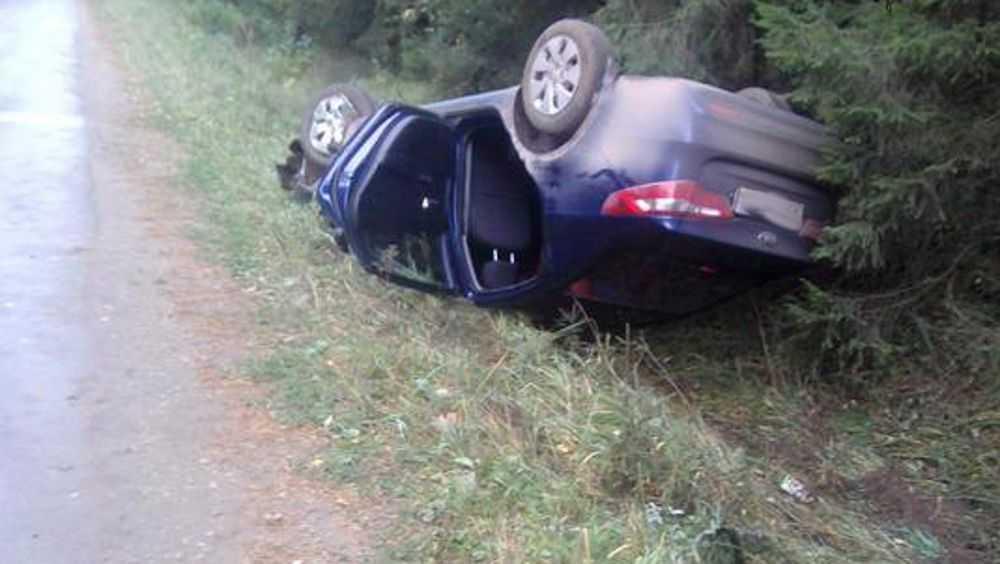 Несовершеннолетняя пара разбилась на автомобиле под Мглином