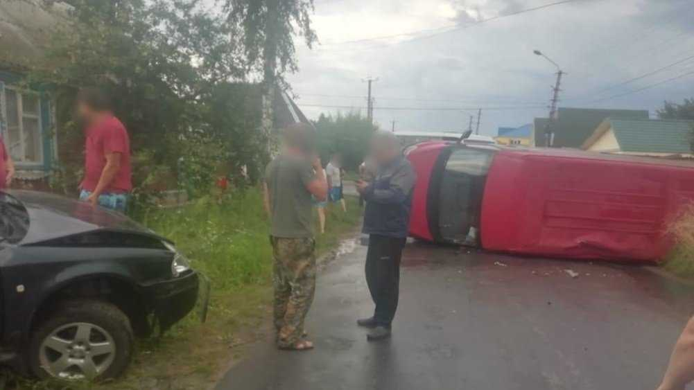 В Клинцах Брянской области в массовом ДТП пострадала 2-летняя девочка