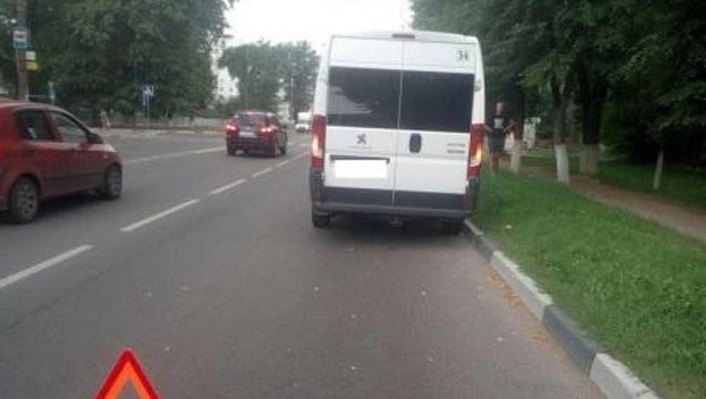 В Брянске пассажирка маршрутки в ДТП сломала ребро