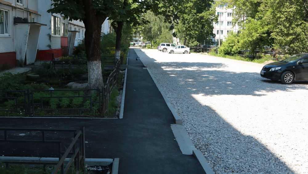 В Брянске на улице Орловской обновят два двора