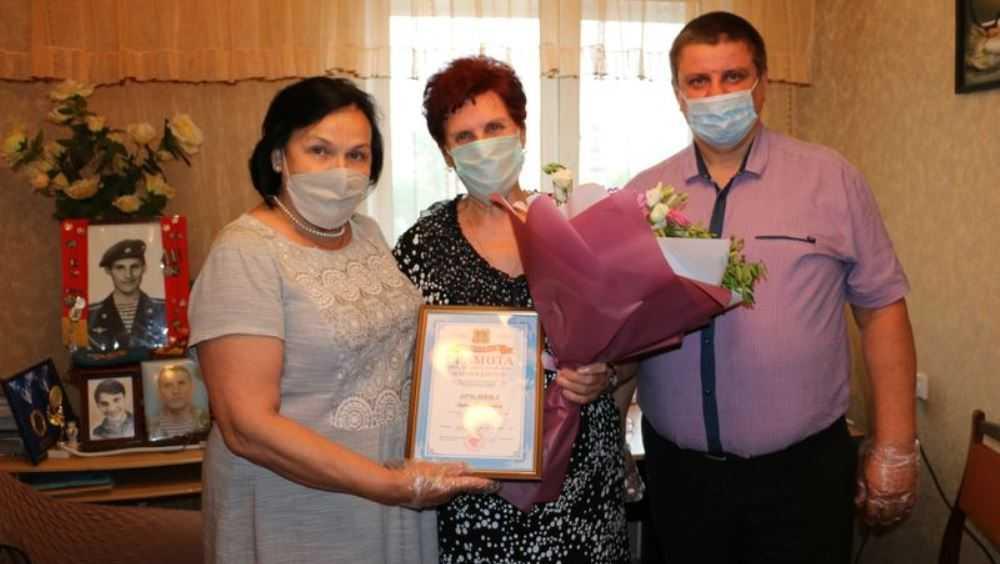 Брянская дума поздравила с юбилеем мать Героя России Олега Ермакова