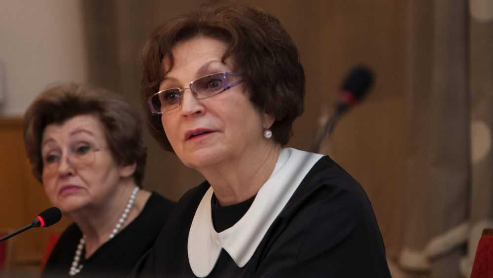 Бывший брянский сенатор Лахова сравнила радугу со свастикой