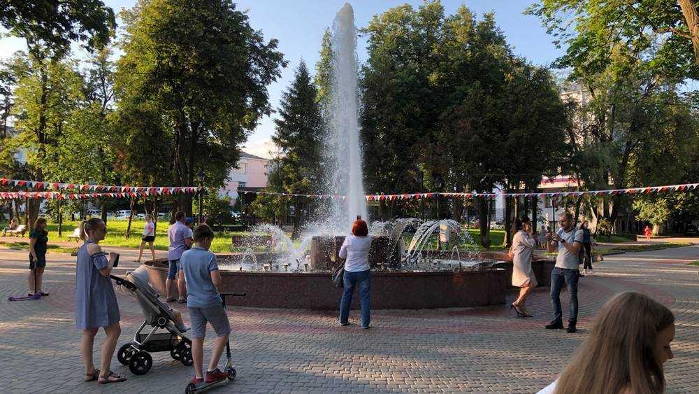 Зной погнал жителей Брянска к фонтанам