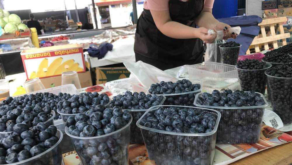 На рынках Брянска появилась тысячерублевая ягода