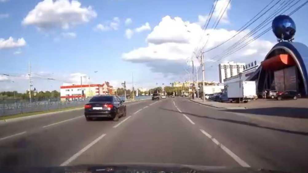 В Брянске рассказали об устроившем гонки по городу пьяном таксисте