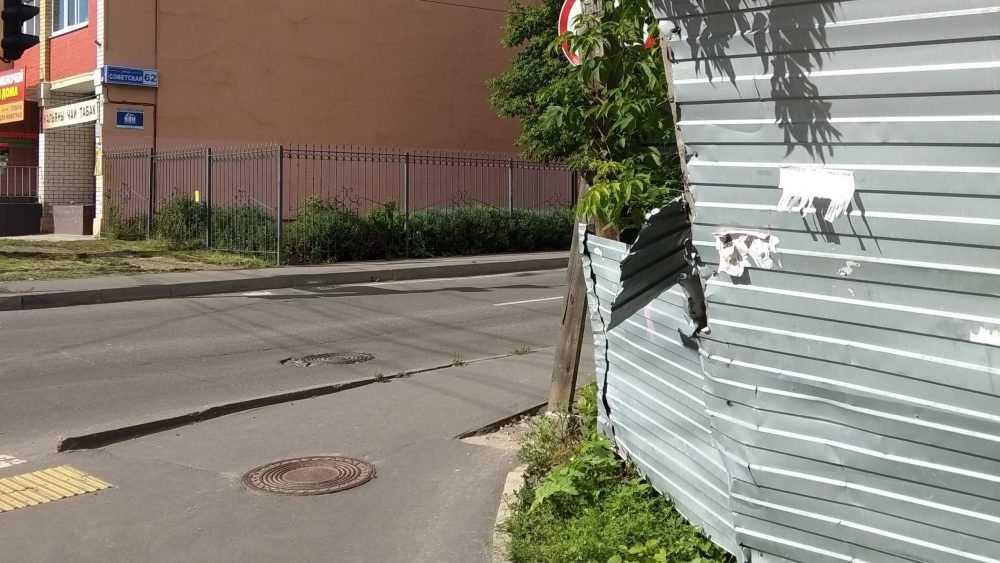 Житель Брянска пожаловался на опасный забор