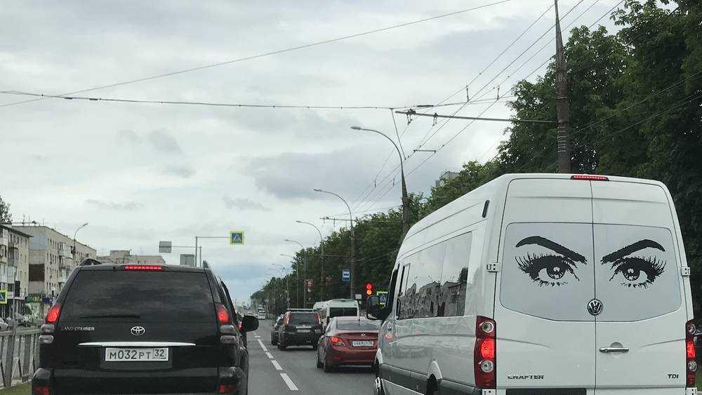 Брянских водителей стали развлекать опасными рисунками