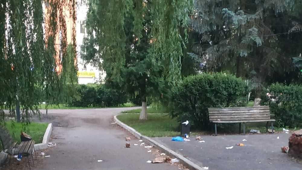 В Брянске устроили свинарник в сквере возле Центрального рынка