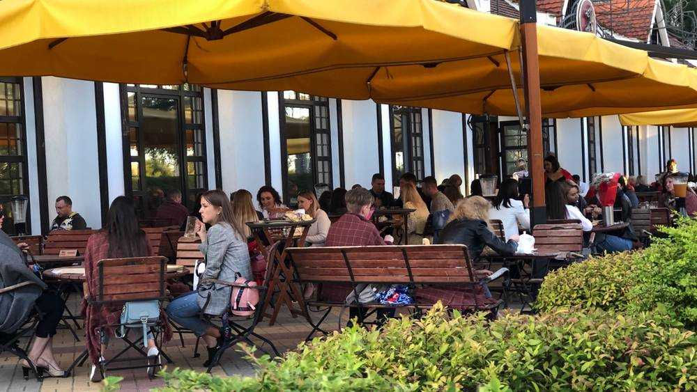 Брянские кафе переполнились клиентами, утомленными солнцем и вирусом