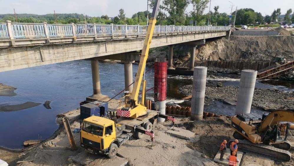 В Брянске все опоры Литейного моста установят до августа