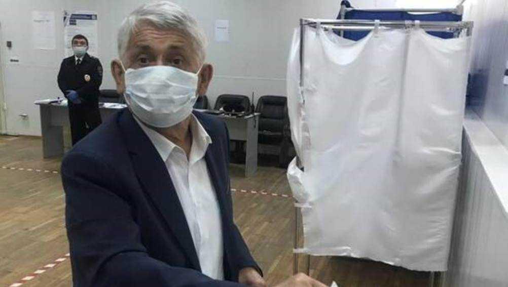 Первый брянский губернатор Лодкин проголосовал по Конституции