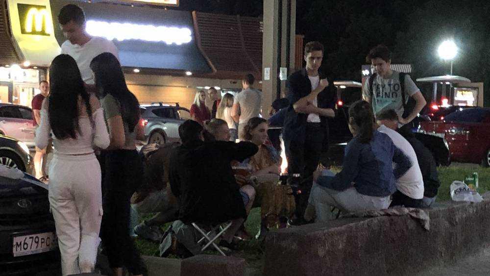 В Брянске у «Макдоналдса» открылись кальянные под открытым небом