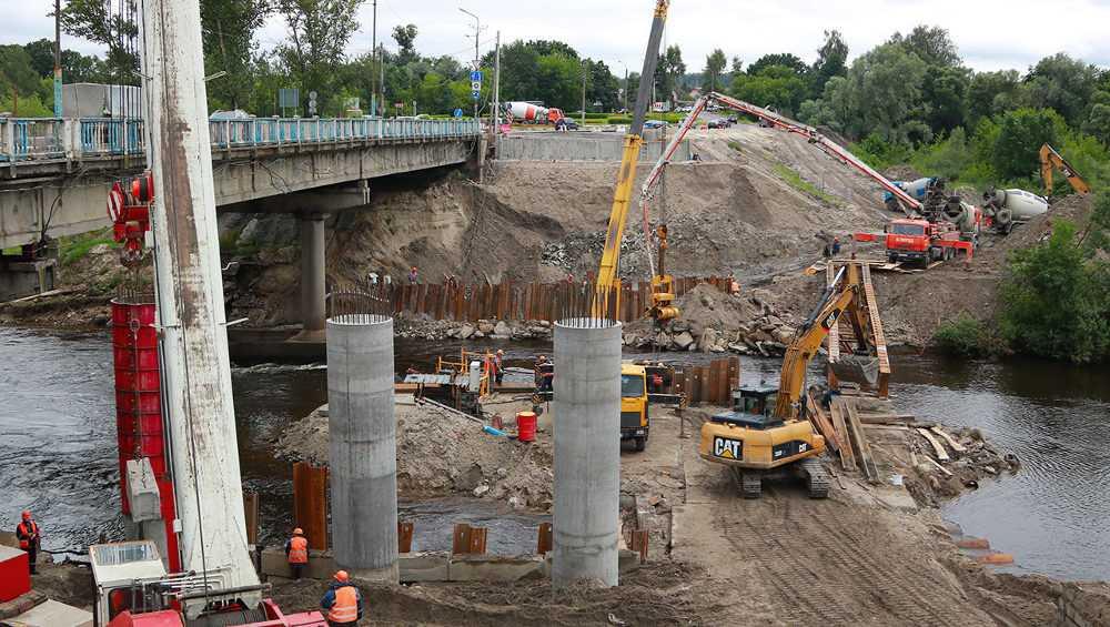 На новом Литейном мосту в Брянске уложили две трети балок