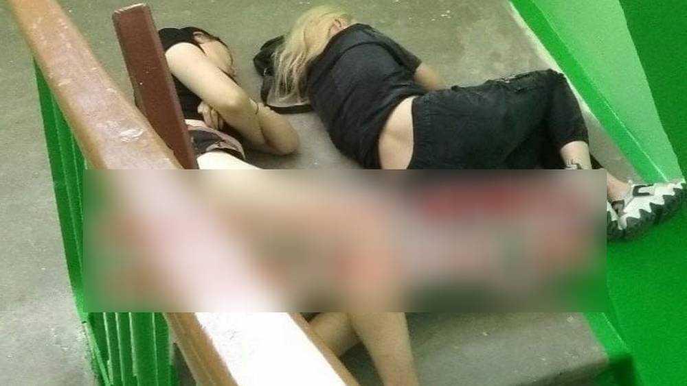 Двух девушек в бессознательном состоянии нашли в подъезде в Брянске