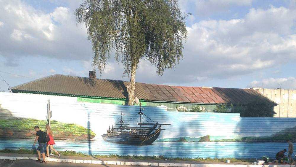 В Брянске возле бежицкой «Линии» появился морской пейзаж