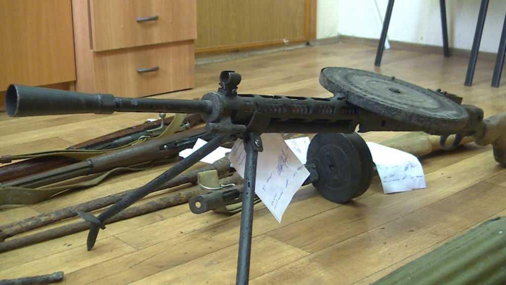 У брянцев полицейские изъяли раритетные пулеметы и автомат