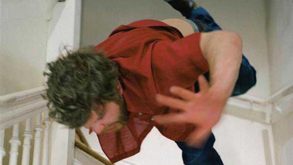 Житель Новозыбкова покалечился при падении в лестничный пролет