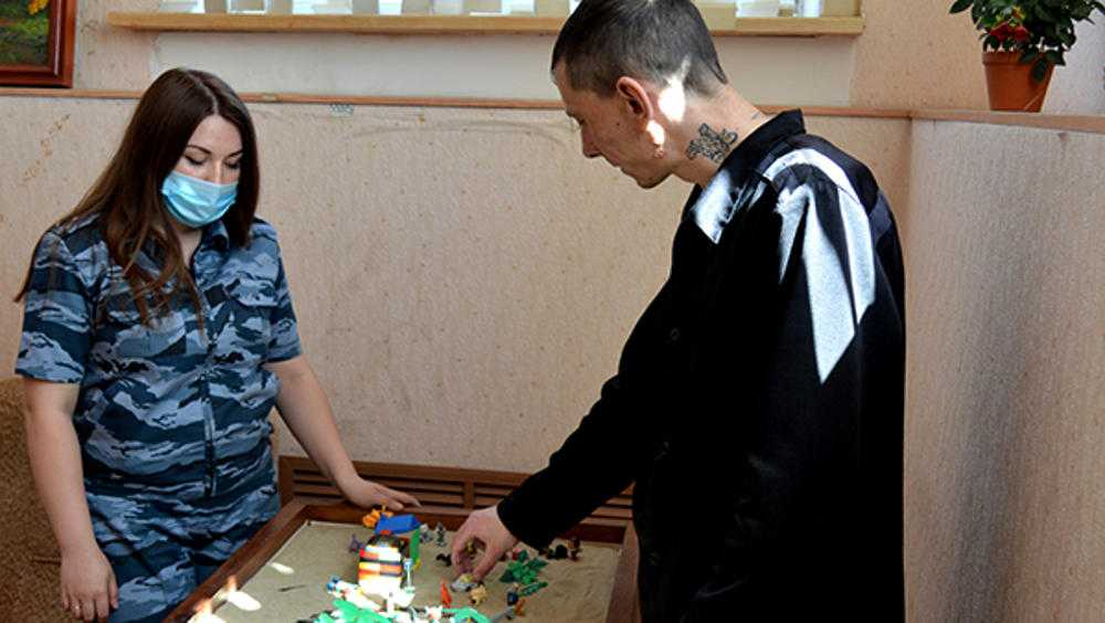 Брянских осужденных стали перевоспитывать игрой в песочнице