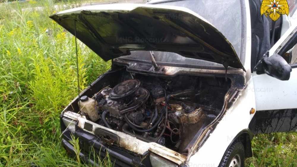 В Володарском районе Брянска сгорел легковой автомобиль