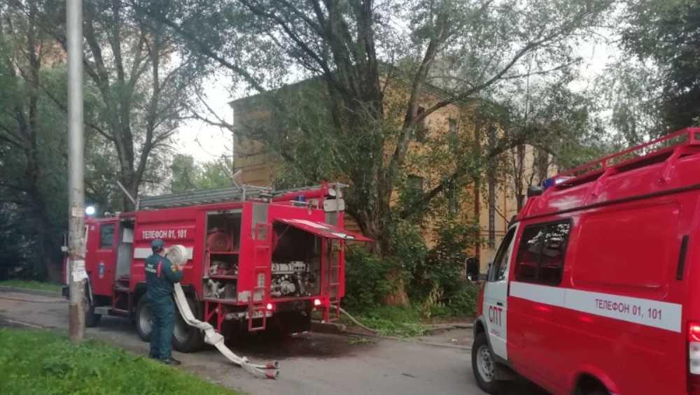 В Брянске потушили горевшее трёхэтажное здание на улице Арсенальской