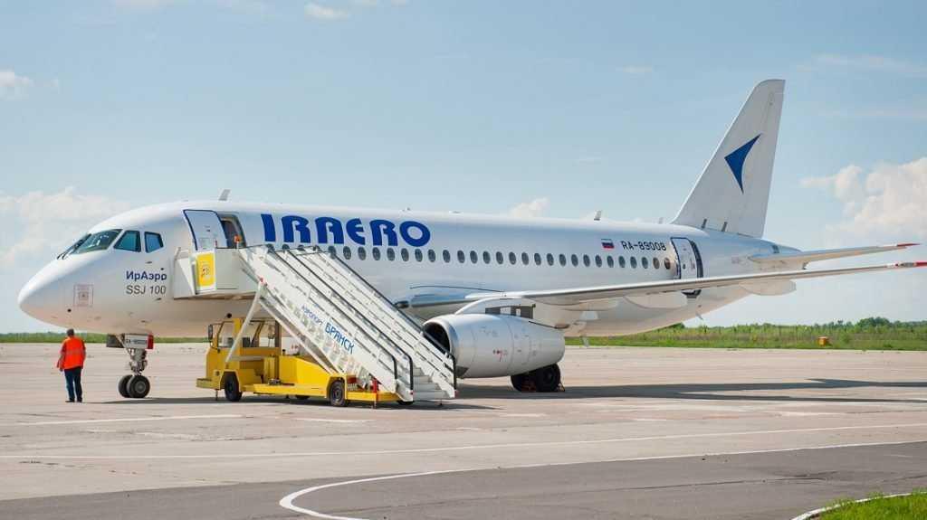 Пассажиров отмененного рейса «Ираэро» Симферополь-Брянск отвезли в гостиницу